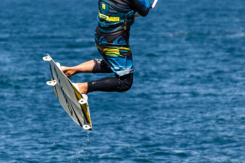 kite-surfing-1620343_1920_800x533